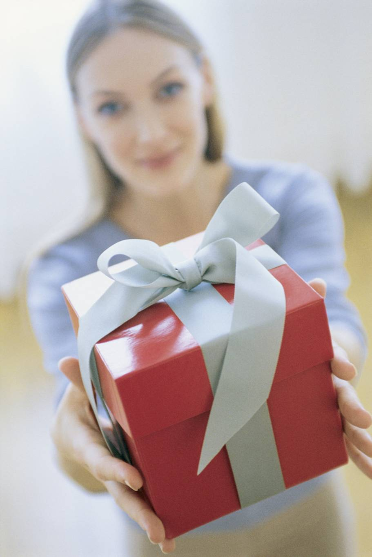 Что можно подарить девушке без повода, чтобы ей было приятно 10